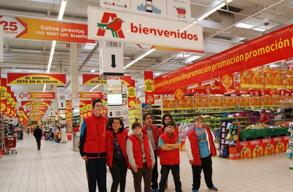 Martín, Iria, Tamara, Miguel, Bea, Gabriel y Adrián en el Hipermercado Alcampo